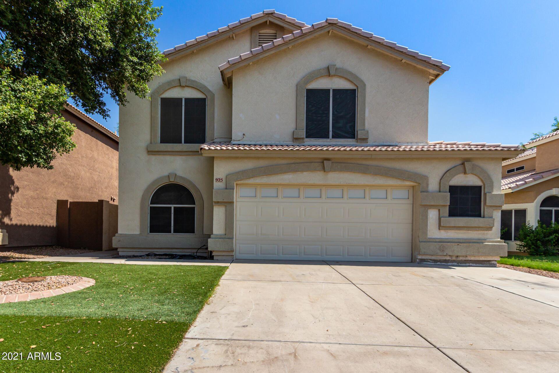 Photo of 925 N BLACKBIRD Drive, Gilbert, AZ 85234 (MLS # 6295235)