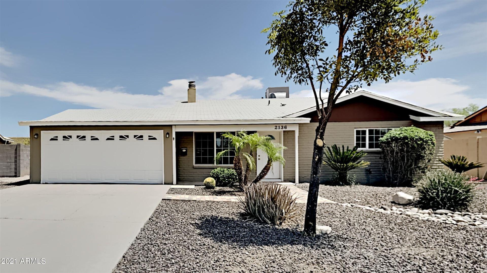 Photo of 2136 E GREENWAY Drive, Tempe, AZ 85282 (MLS # 6232246)