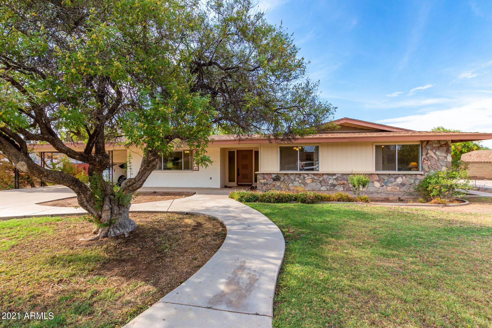 Photo of 1660 E GREENWAY Street, Mesa, AZ 85203 (MLS # 6269308)