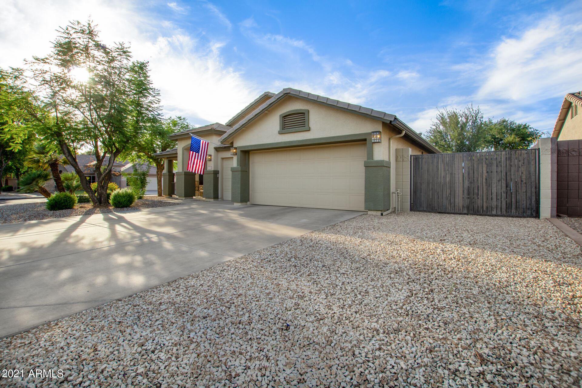 Photo of 1144 E TOLEDO Street, Gilbert, AZ 85295 (MLS # 6249313)