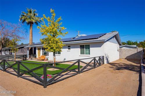 Photo of 226 E GRISWOLD Road, Phoenix, AZ 85020 (MLS # 6196339)