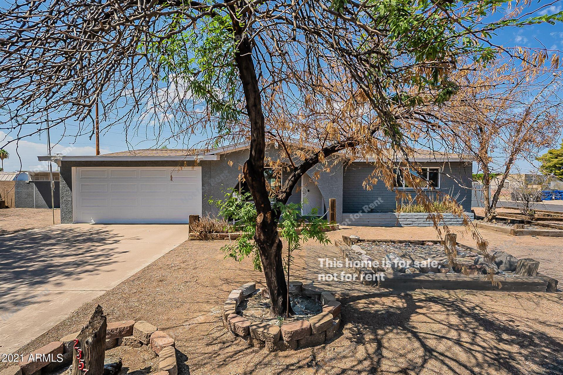 Photo of 2357 W EL MORO Circle, Mesa, AZ 85202 (MLS # 6296343)