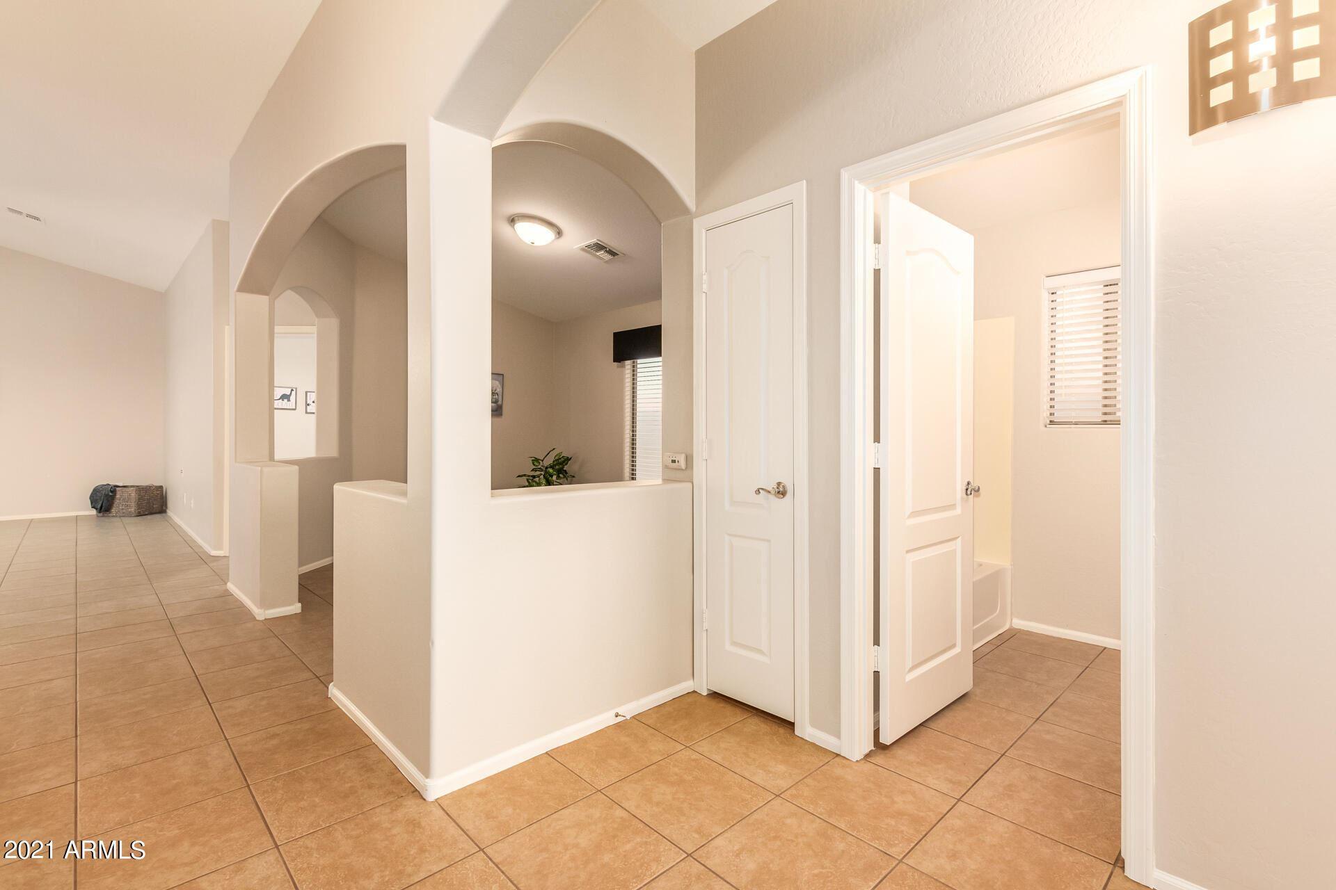 Photo of 621 E KELSI Avenue, San Tan Valley, AZ 85140 (MLS # 6295358)