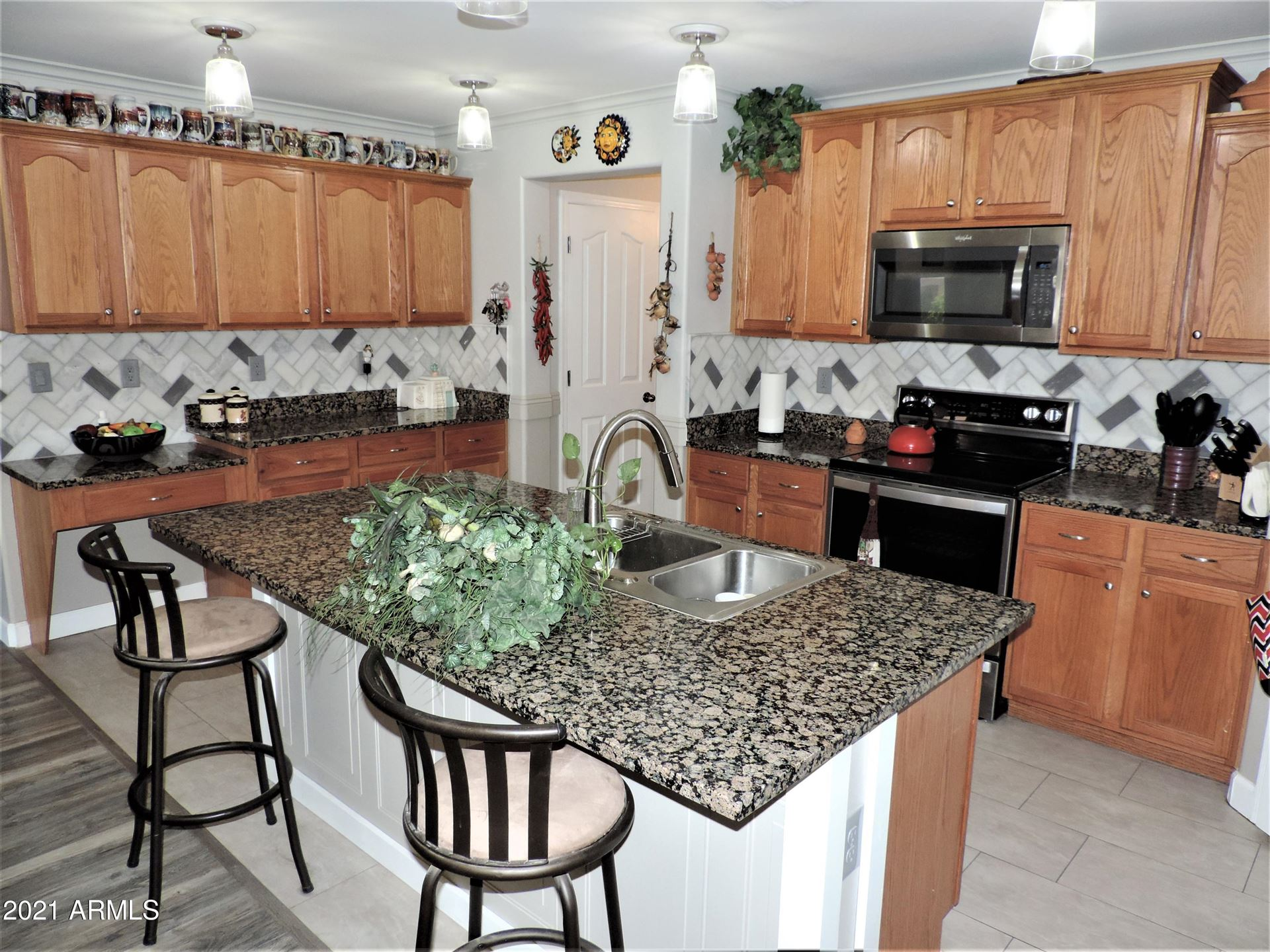 Photo of 928 W DESERT HILLS Drive, San Tan Valley, AZ 85143 (MLS # 6293364)