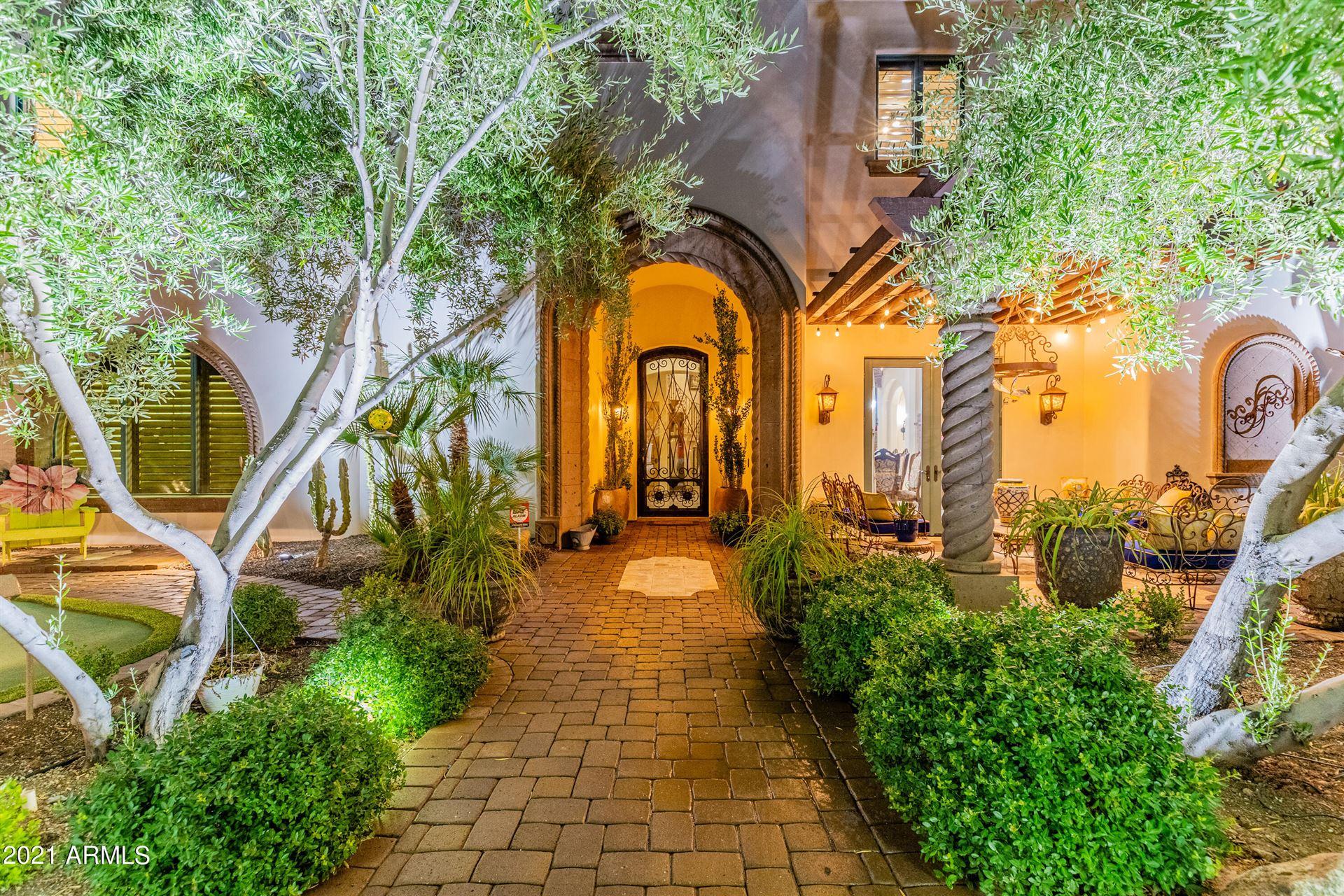Photo of 6221 W SAGUARO PARK Lane, Glendale, AZ 85310 (MLS # 6283369)