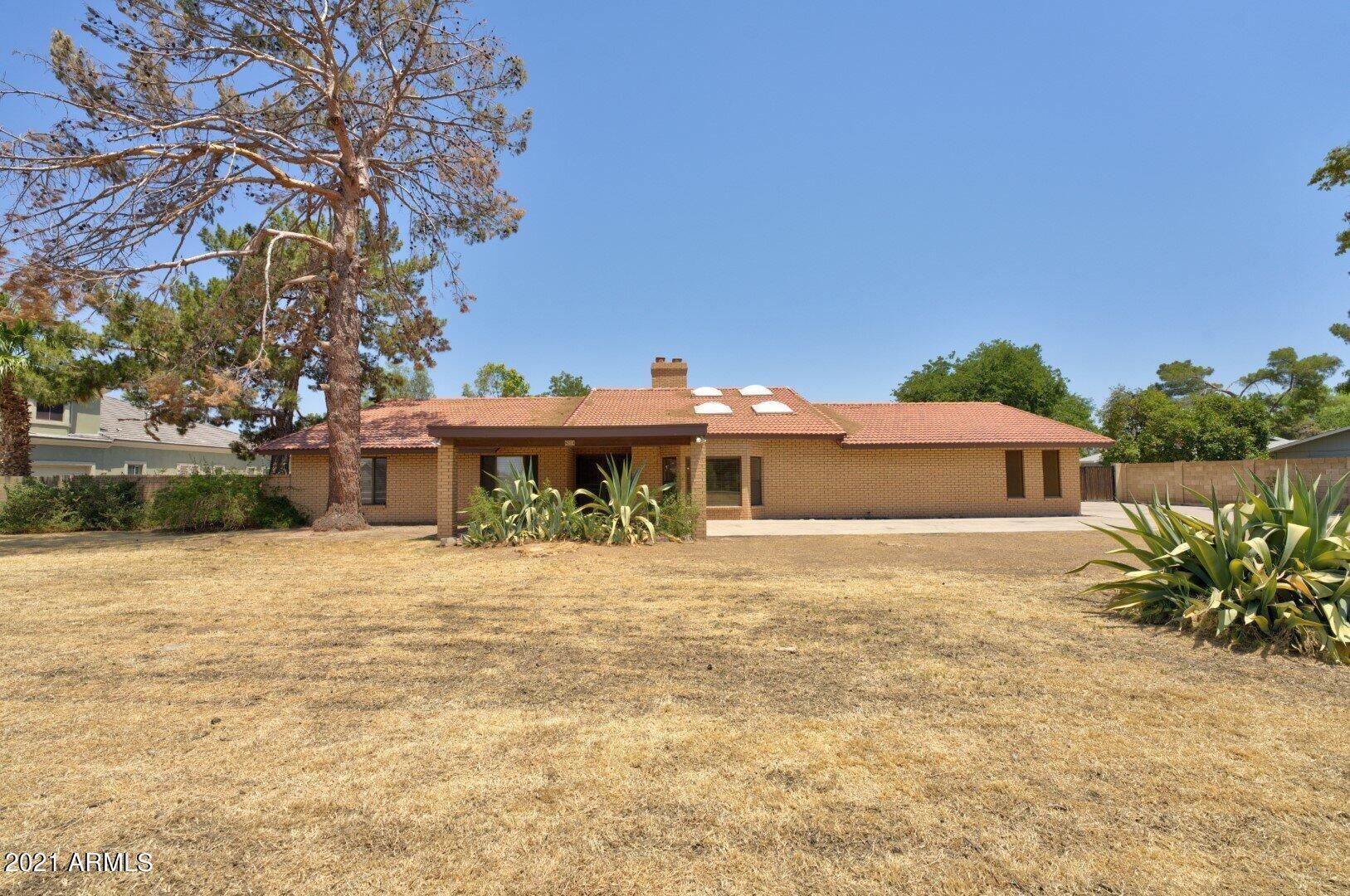Photo of 8214 W ACOMA Drive, Peoria, AZ 85381 (MLS # 6248384)