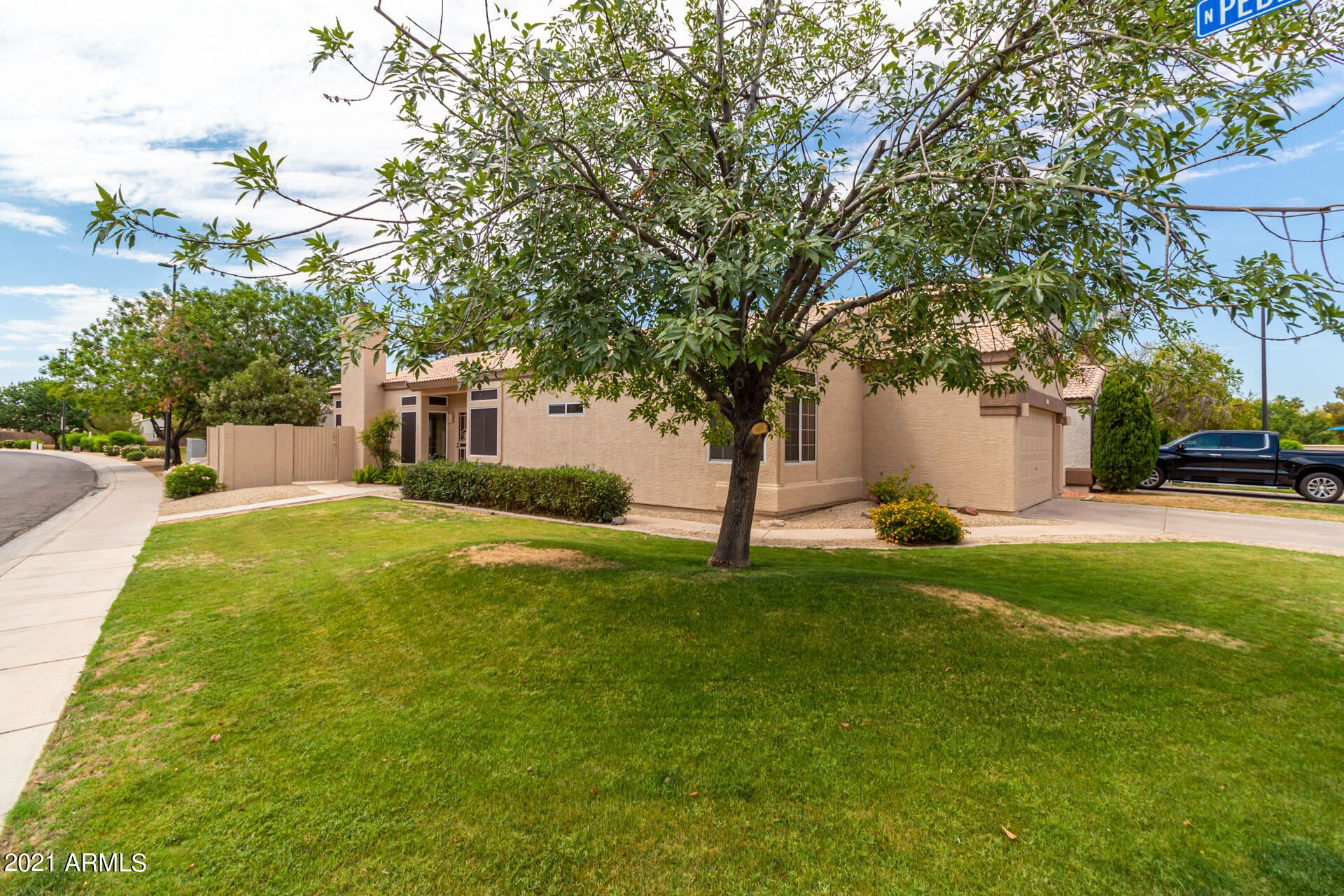 Photo of 1339 E PARKSIDE Drive, Gilbert, AZ 85234 (MLS # 6247403)