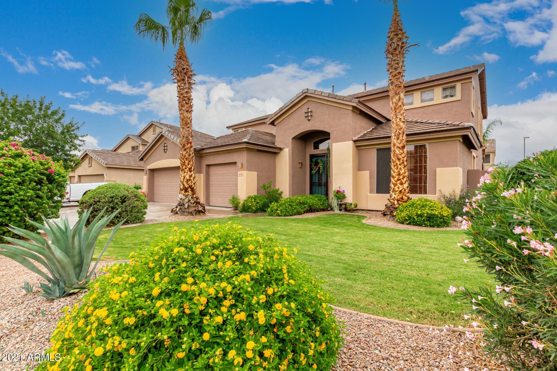 Photo of 978 E Carla Vista Drive, Gilbert, AZ 85295 (MLS # 6269406)