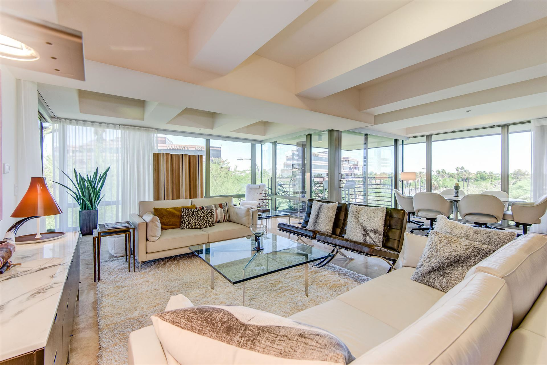 Photo of 7131 E Rancho Vista Drive #4006, Scottsdale, AZ 85251 (MLS # 6234409)