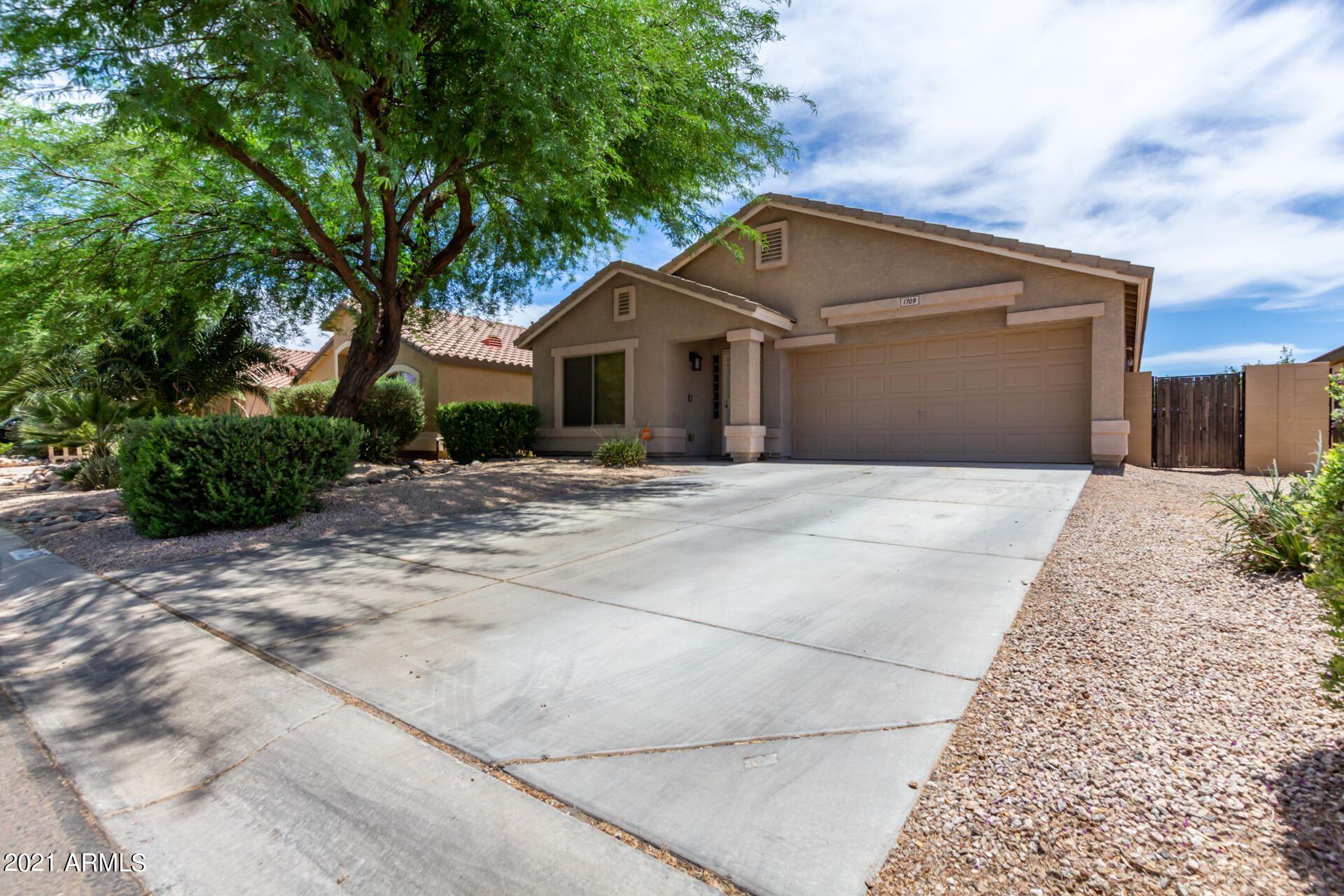 Photo of 1709 E DANIELLA Drive, San Tan Valley, AZ 85140 (MLS # 6249498)