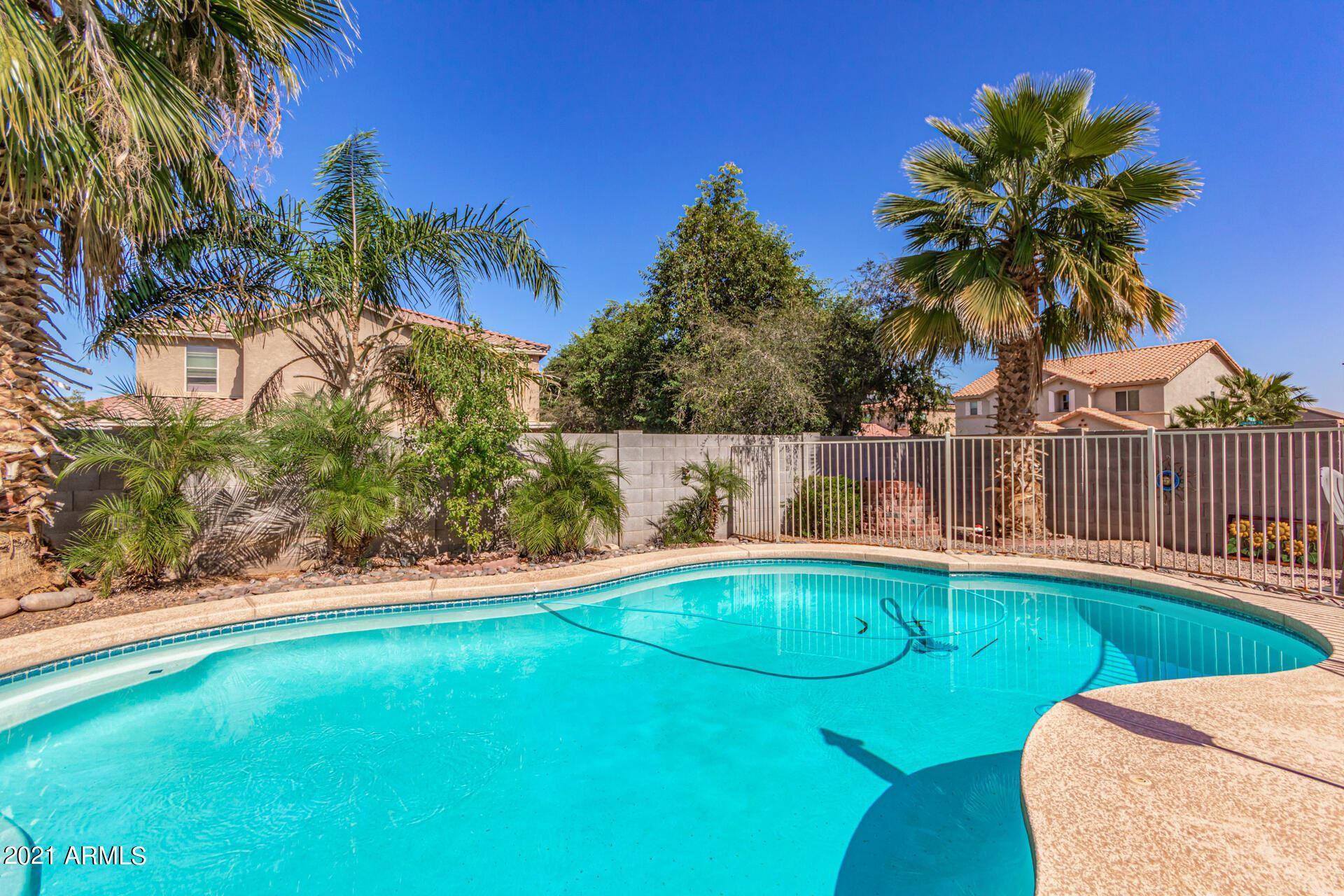 Photo of 2724 W SUNSHINE BUTTE Drive, Queen Creek, AZ 85142 (MLS # 6307527)