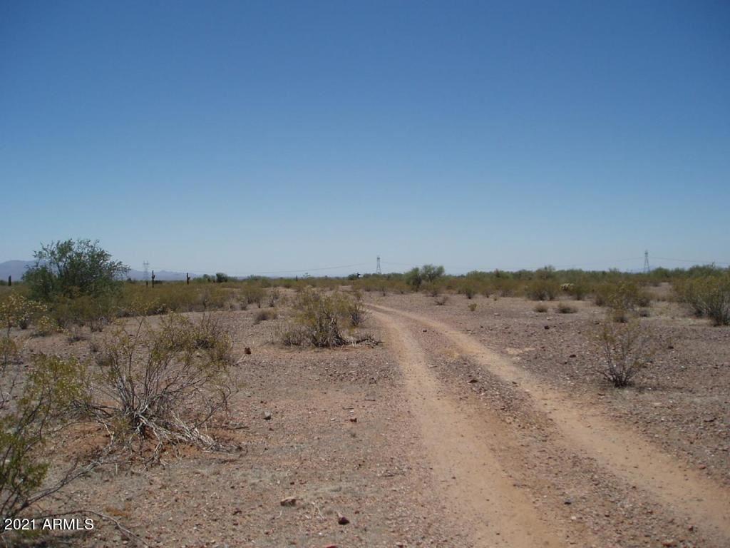 Photo of 33802 W Smokehouse Trail, Wittmann, AZ 85361 (MLS # 6202560)