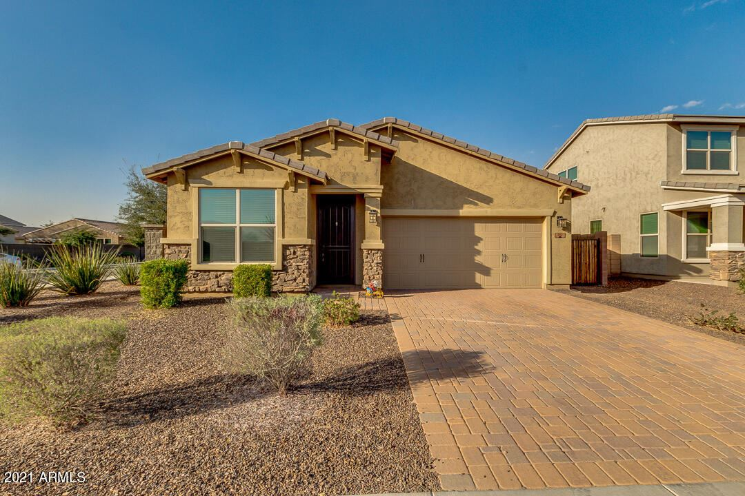 Photo of 312 E VICENZA Drive, San Tan Valley, AZ 85140 (MLS # 6202561)