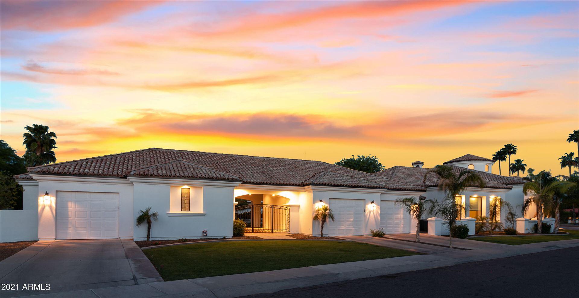 Photo of 920 E CARVER Road, Tempe, AZ 85284 (MLS # 6231595)