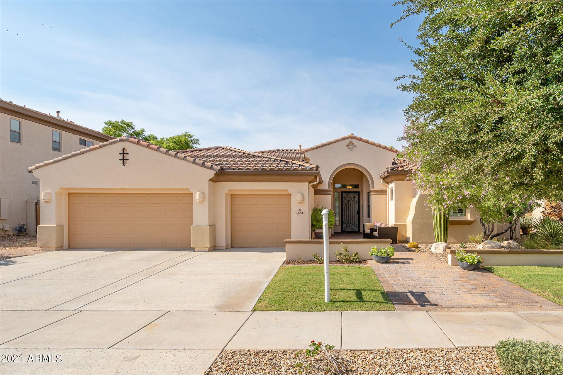 Photo of 924 W GROVE Street, Litchfield Park, AZ 85340 (MLS # 6267623)
