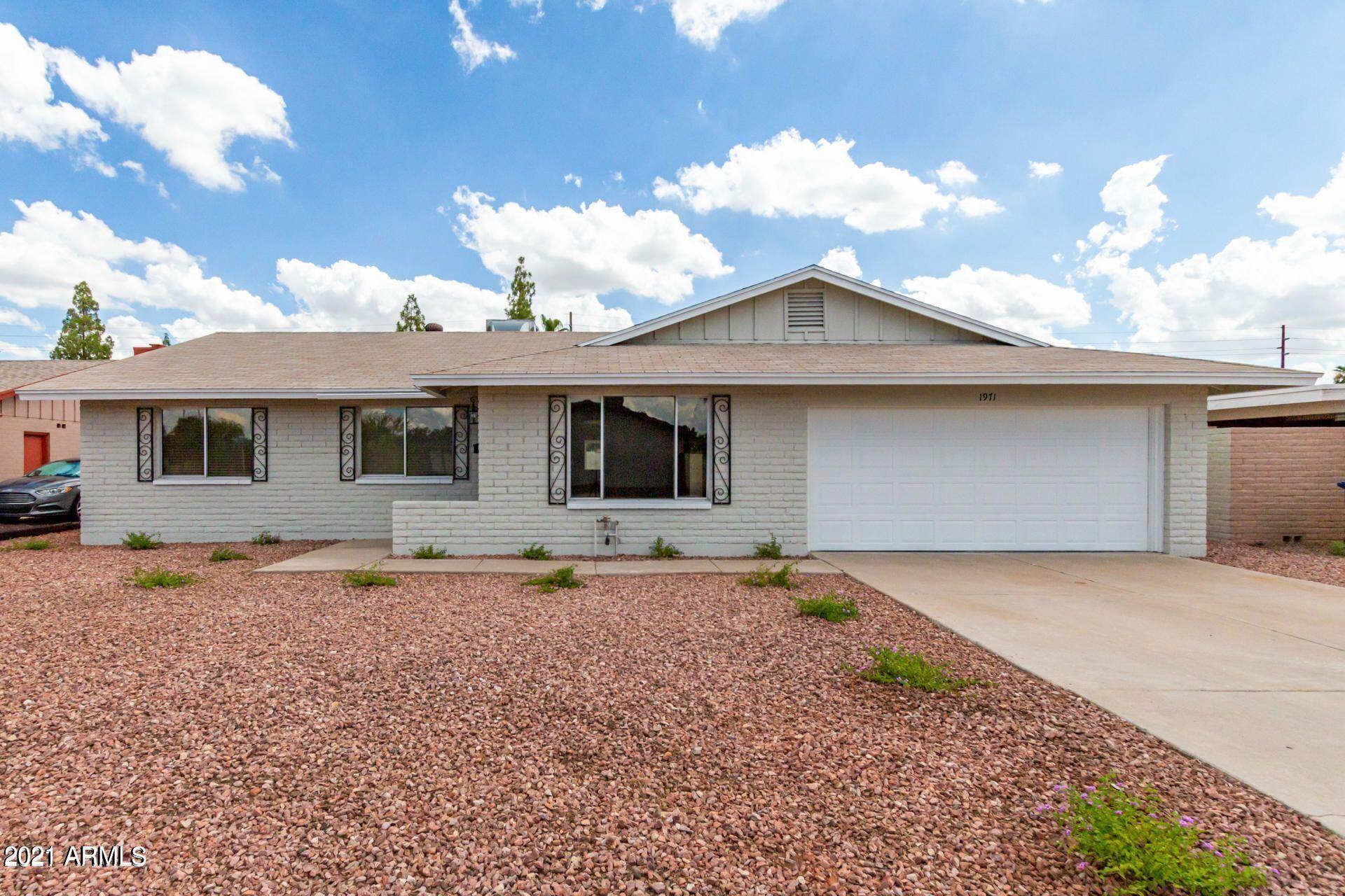 Photo of 1971 E HUNTINGTON Drive, Tempe, AZ 85282 (MLS # 6306634)