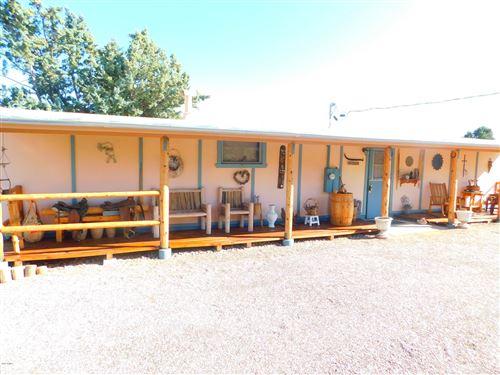 Photo of 18288 S HENRY COE Road, Peeples Valley, AZ 86332 (MLS # 6143640)