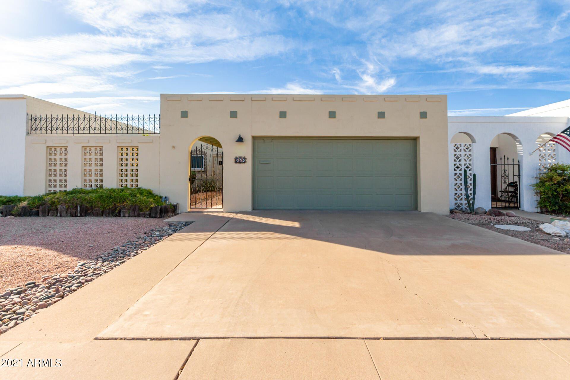 Photo of 323 W LAGUNA Drive, Tempe, AZ 85282 (MLS # 6310674)
