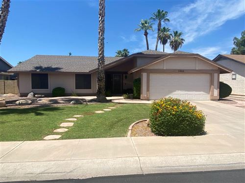 Photo of 1866 W CALLE DEL NORTE Street, Chandler, AZ 85224 (MLS # 6085677)