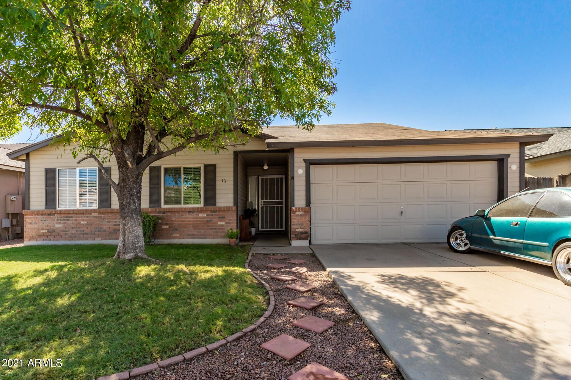 Photo of 131 W IVYGLEN Street, Mesa, AZ 85201 (MLS # 6307685)