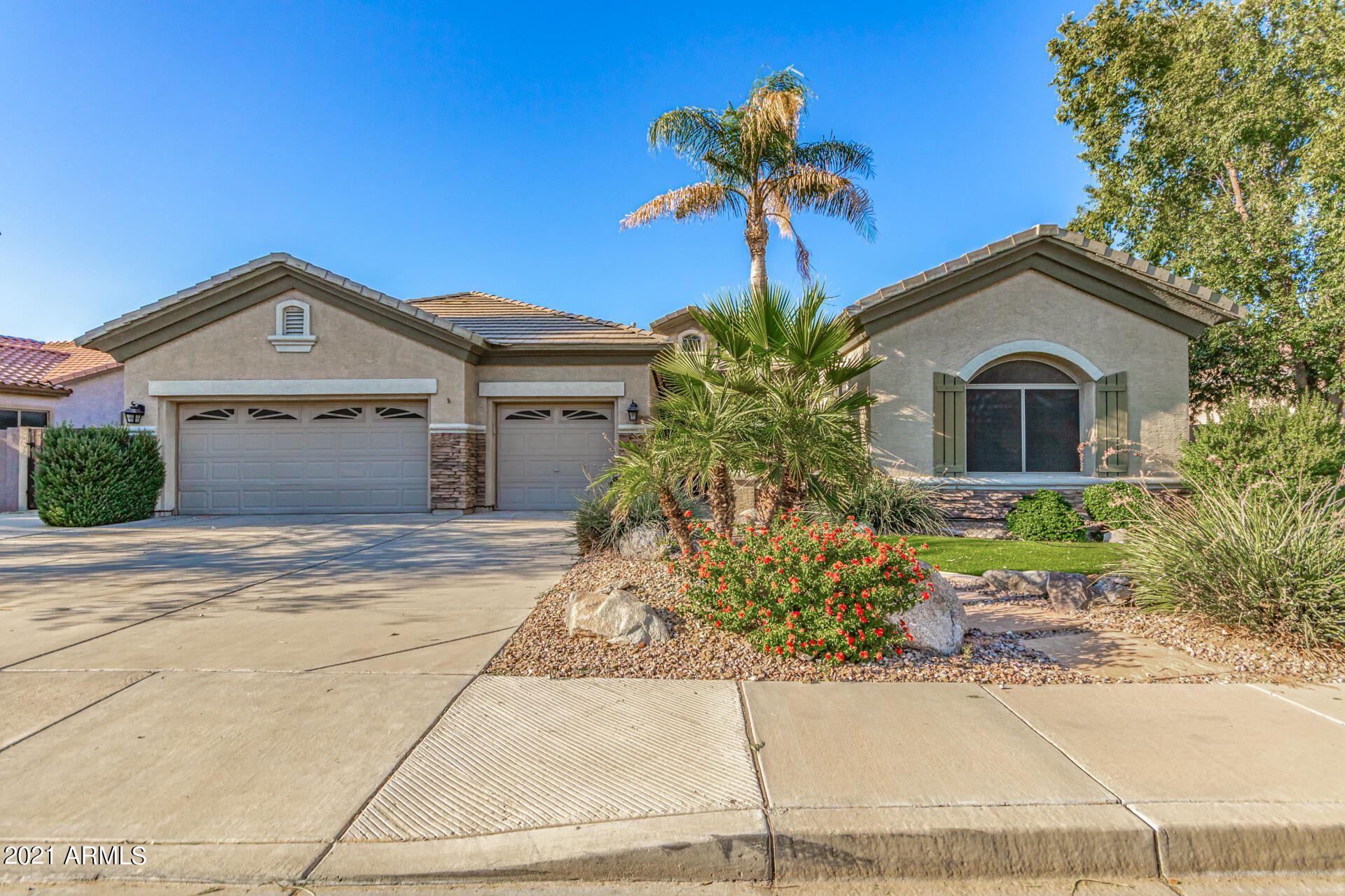 Photo of 2570 E HAZELTINE Way, Chandler, AZ 85249 (MLS # 6307721)
