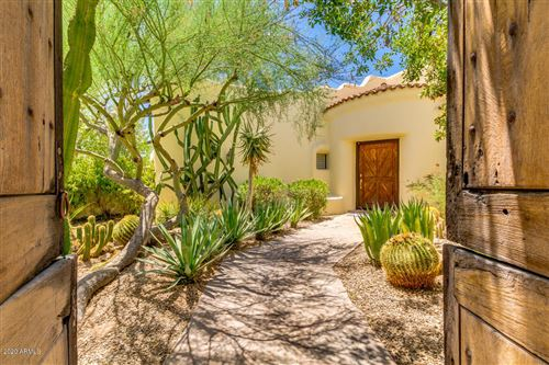 Photo of 5868 E SANNA Street, Paradise Valley, AZ 85253 (MLS # 6106727)
