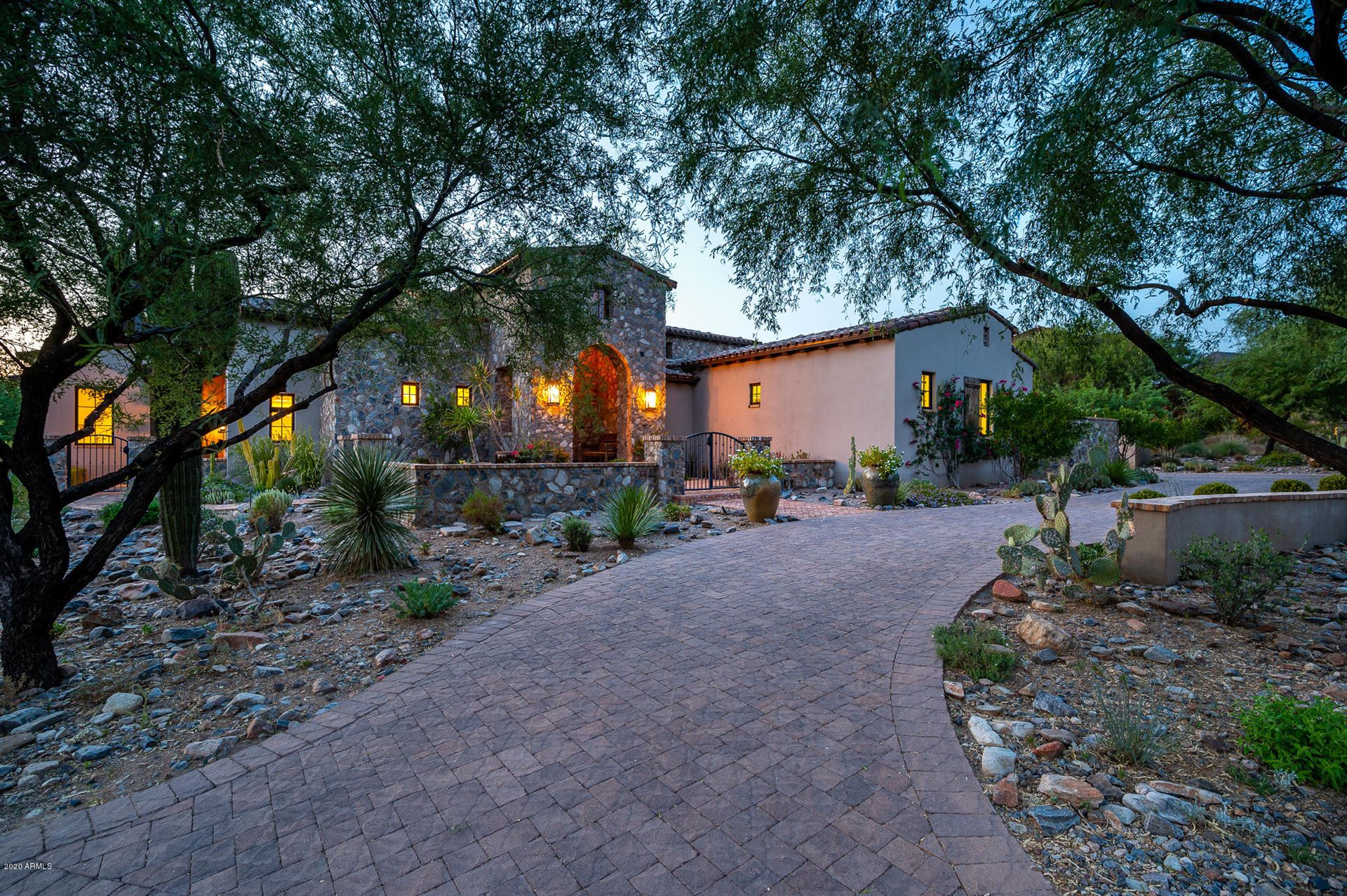 Photo of 10114 E HUALAPAI Drive, Scottsdale, AZ 85255 (MLS # 6131729)
