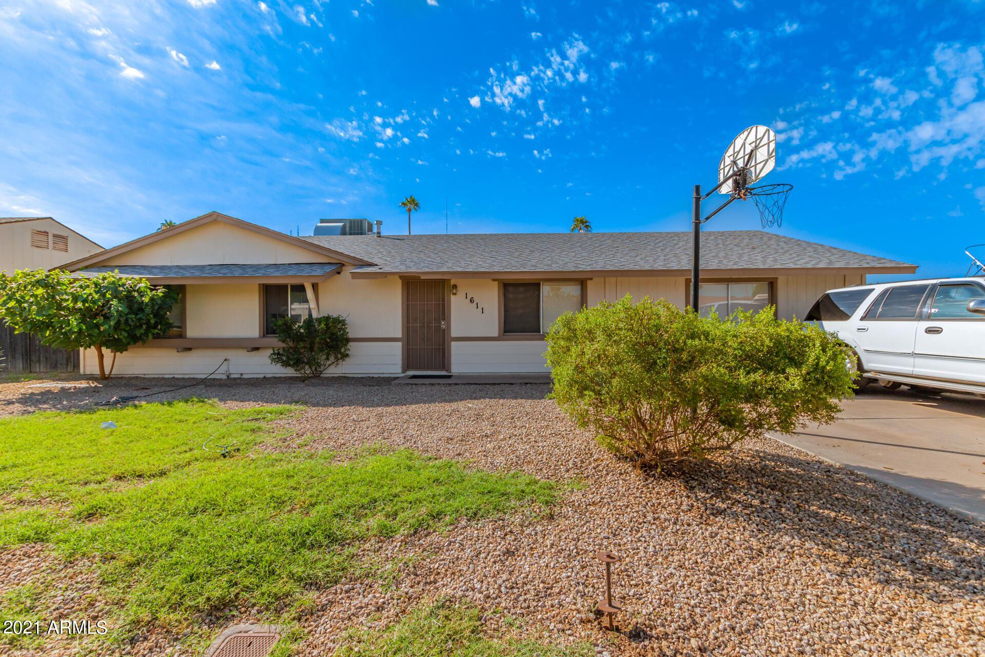 Photo of 1611 W ANDORRA Drive, Phoenix, AZ 85029 (MLS # 6298735)