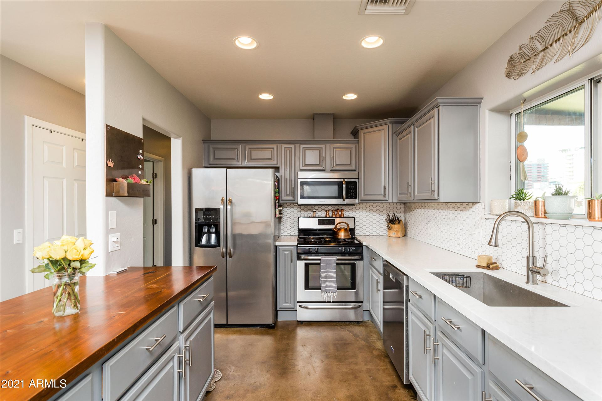 Photo of 2520 E HIGHLAND Avenue, Phoenix, AZ 85016 (MLS # 6201759)
