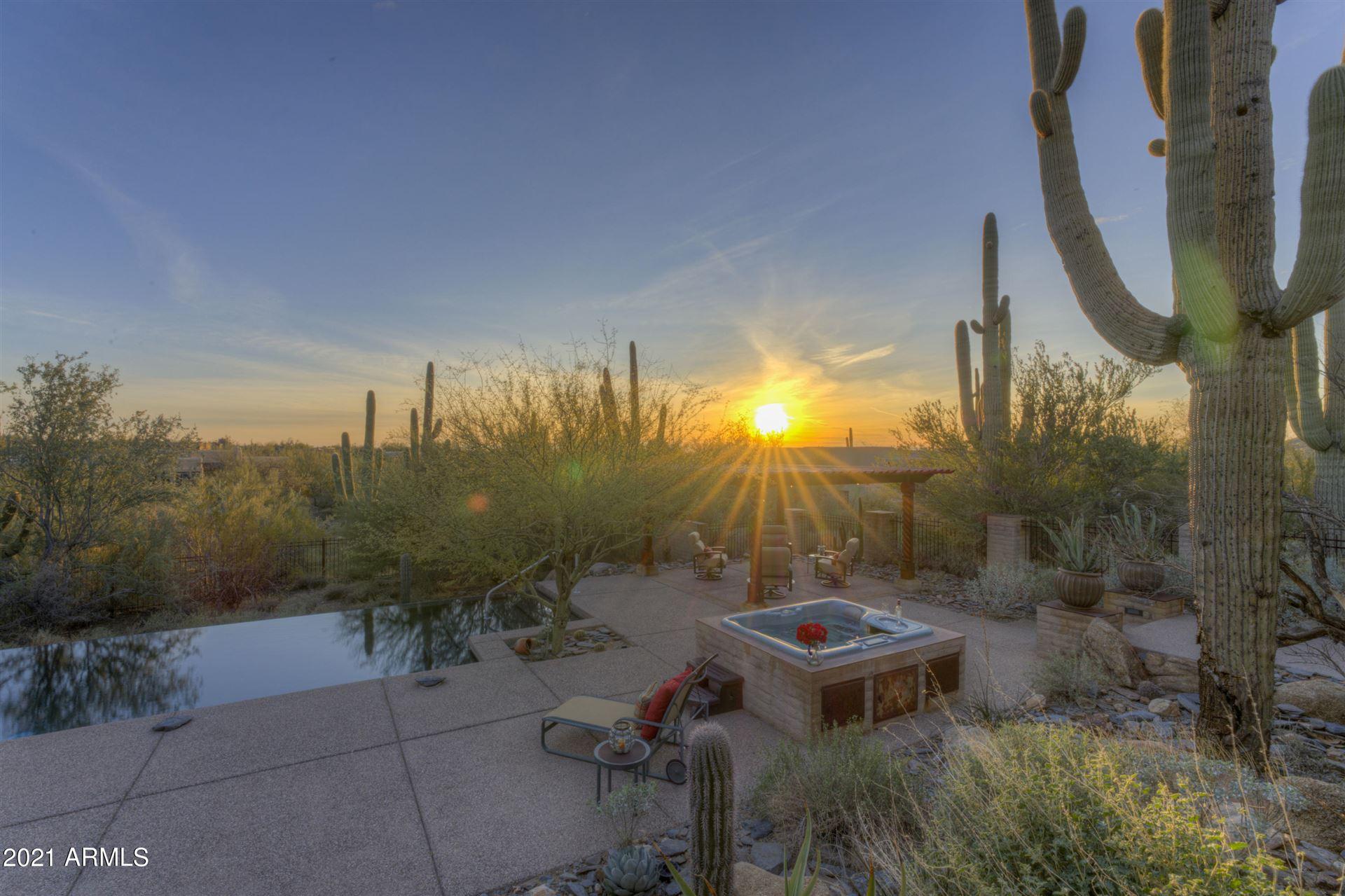 Photo of 5943 E CAREFREE MOUNTAIN Drive, Carefree, AZ 85377 (MLS # 6194825)