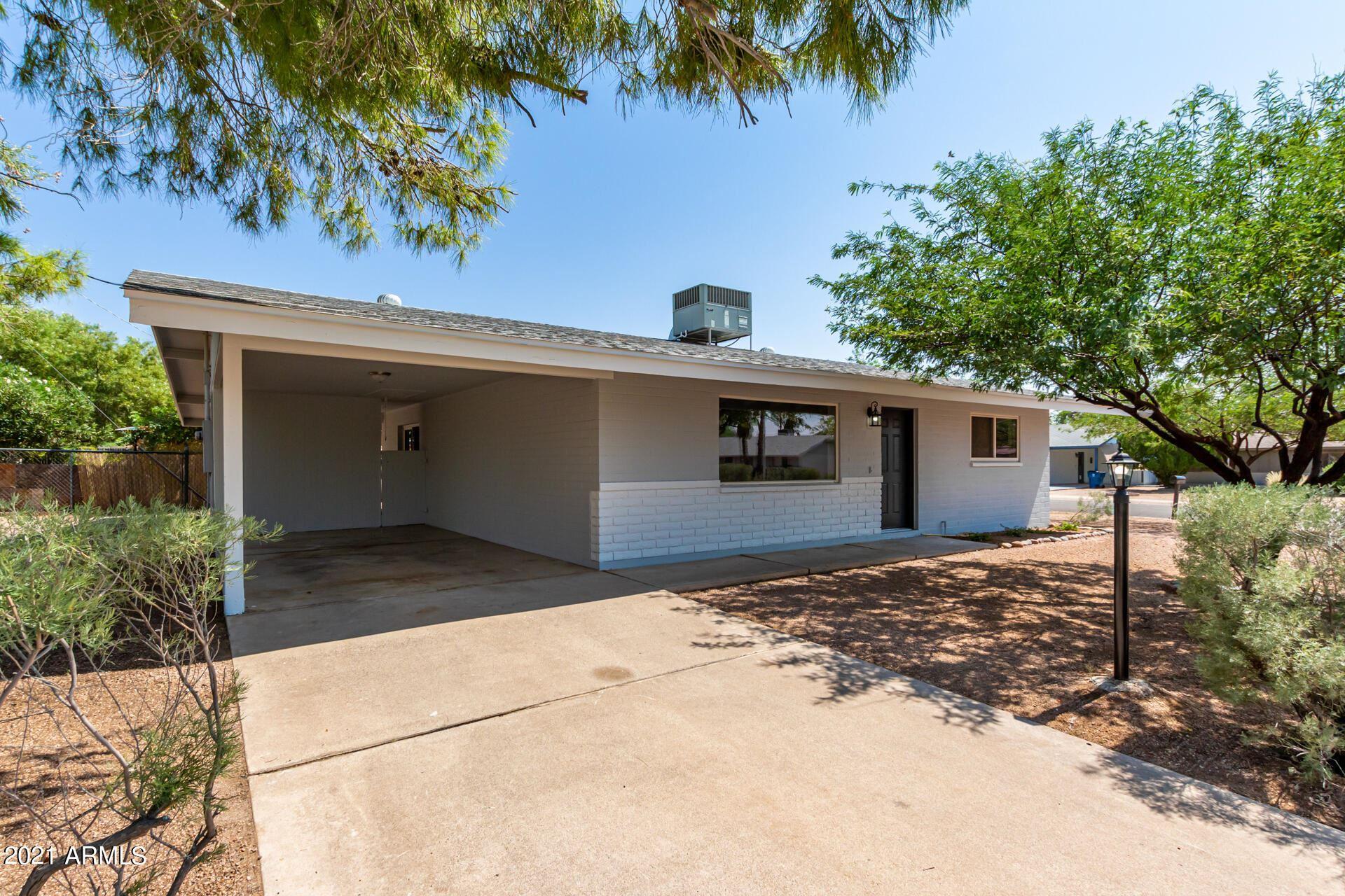 Photo of 966 W 4TH Avenue, Apache Junction, AZ 85120 (MLS # 6294848)