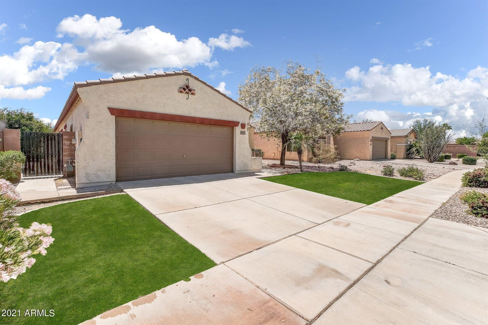 Photo of 841 E LA COSTA Place, Chandler, AZ 85249 (MLS # 6233860)