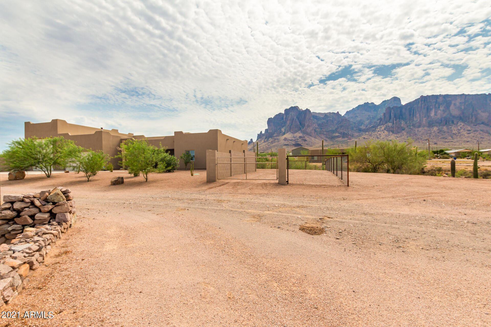 Photo of 3487 N SIXSHOOTER Road, Apache Junction, AZ 85119 (MLS # 6265883)