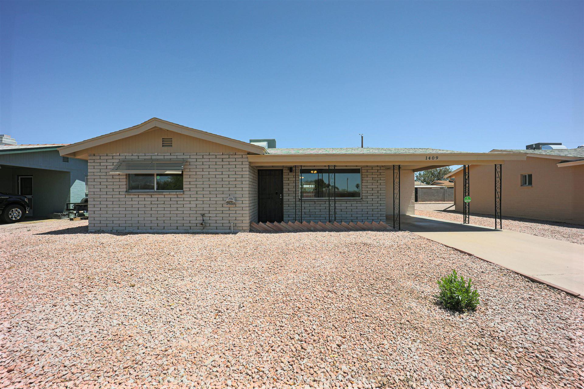 Photo of 1409 S DELAWARE Drive, Apache Junction, AZ 85120 (MLS # 6231899)