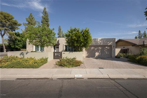 Photo of 1204 E STEAMBOAT BEND Drive, Tempe, AZ 85283 (MLS # 6154928)