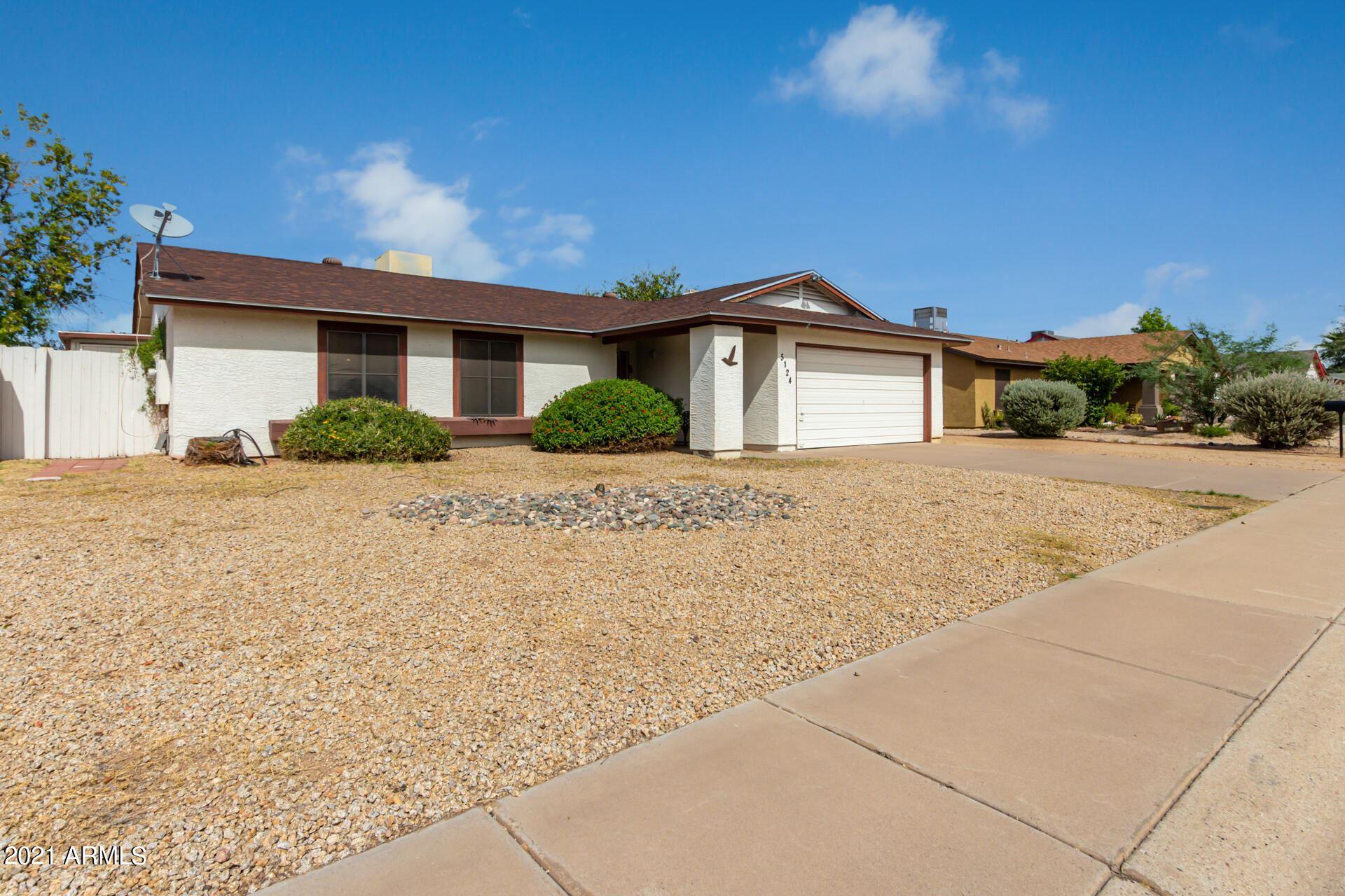 Photo of 5124 W FREEWAY Lane, Glendale, AZ 85302 (MLS # 6304953)
