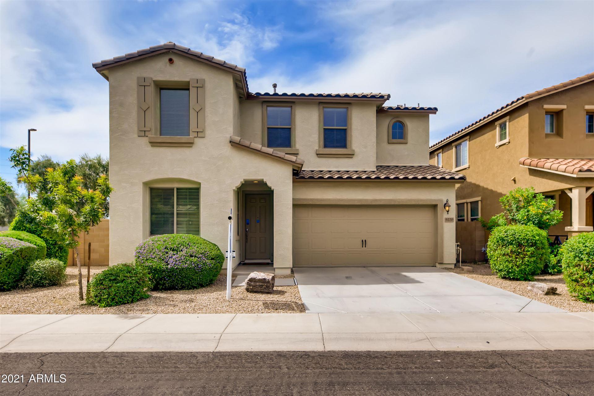 Photo of 3220 E SPORTS Drive, Gilbert, AZ 85298 (MLS # 6268981)