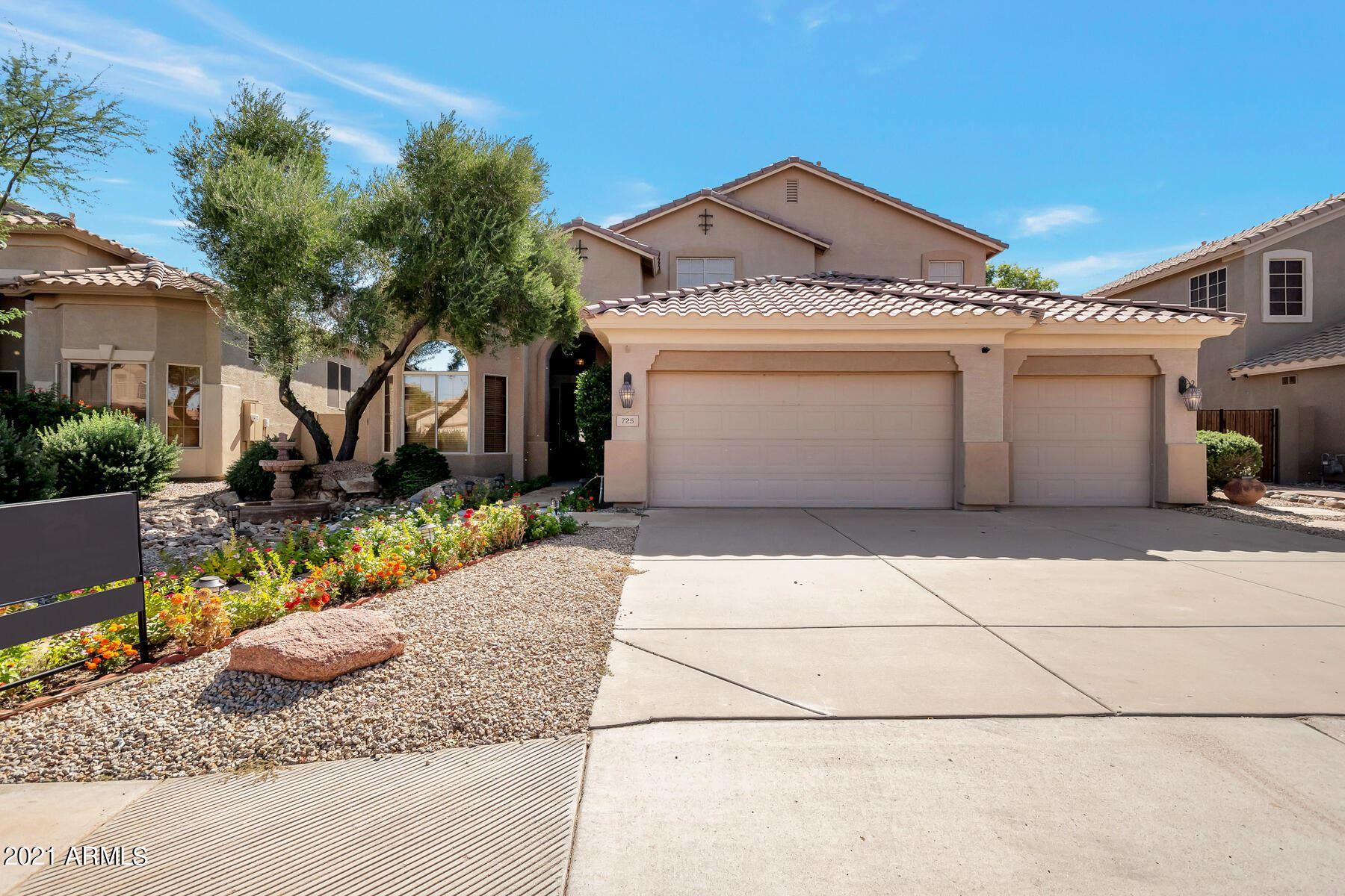 Photo of 725 W HEMLOCK Way, Chandler, AZ 85248 (MLS # 6310982)