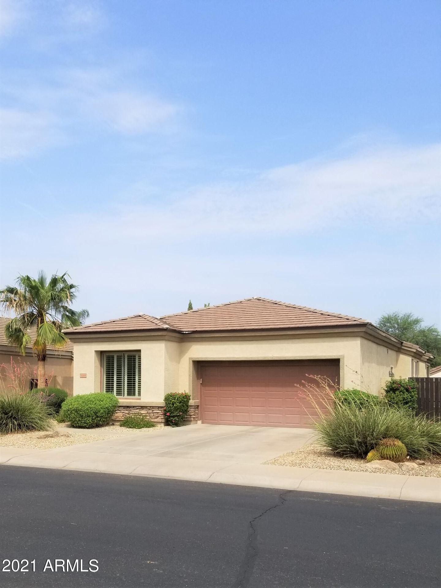 Photo of 6844 S PINEHURST Drive, Gilbert, AZ 85298 (MLS # 6268989)