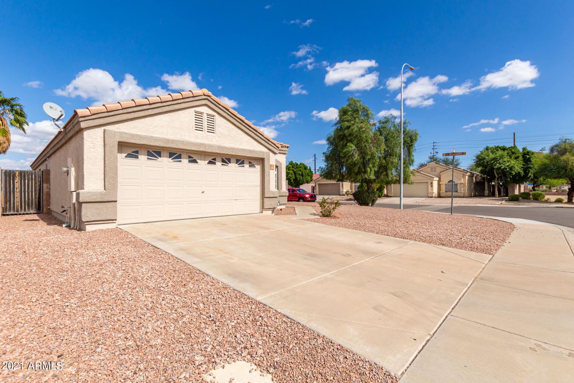 Photo of 972 E LAREDO Street, Chandler, AZ 85225 (MLS # 6310990)