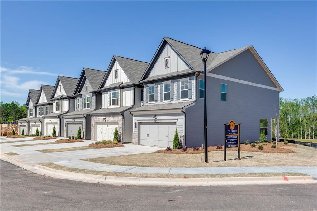 Photo of 5651 Parkview Lane Lane #T19, Flowery Branch, GA 30542 (MLS # 6798043)