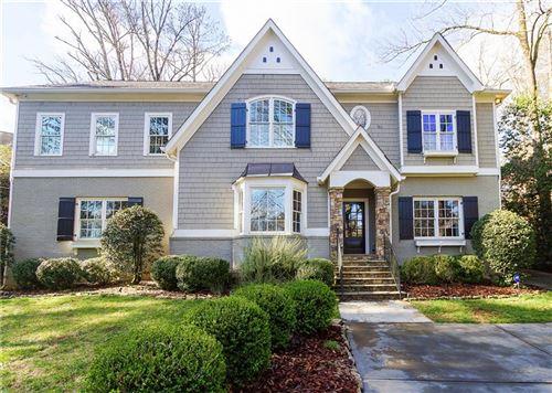 Photo of 956 Buckingham Circle NW, Atlanta, GA 30327 (MLS # 6682138)