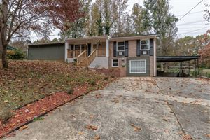 Photo of 2033 Twelve Oaks Circle NW, Kennesaw, GA 30144 (MLS # 6646152)