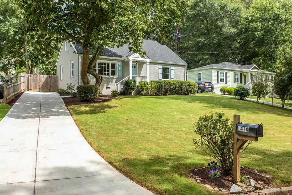 Photo of 1410 Deerwood Drive, Decatur, GA 30030 (MLS # 6782174)