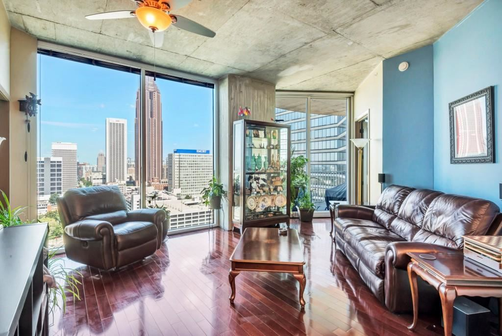Photo for 400 W Peachtree Street NW #2213, Atlanta, GA 30308 (MLS # 6617205)