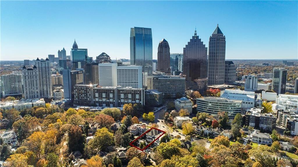 Photo of 21 Peachtree Circle NE, Atlanta, GA 30309 (MLS # 6917365)