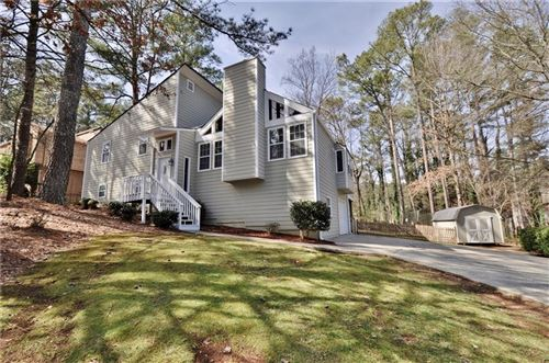 Photo of 3975 Fairington Drive, Marietta, GA 30066 (MLS # 6684433)