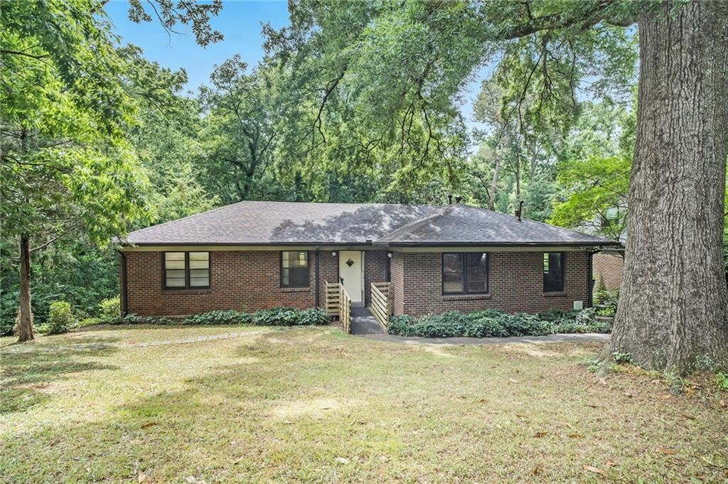 Photo of 693 N Parkwood Road, Decatur, GA 30030 (MLS # 6896433)