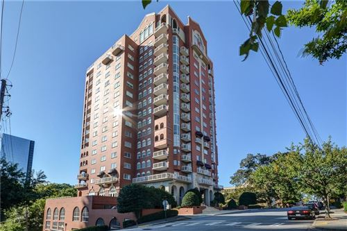 Photo of 3435 Kingsboro Road #1801, Atlanta, GA 30326 (MLS # 6730528)