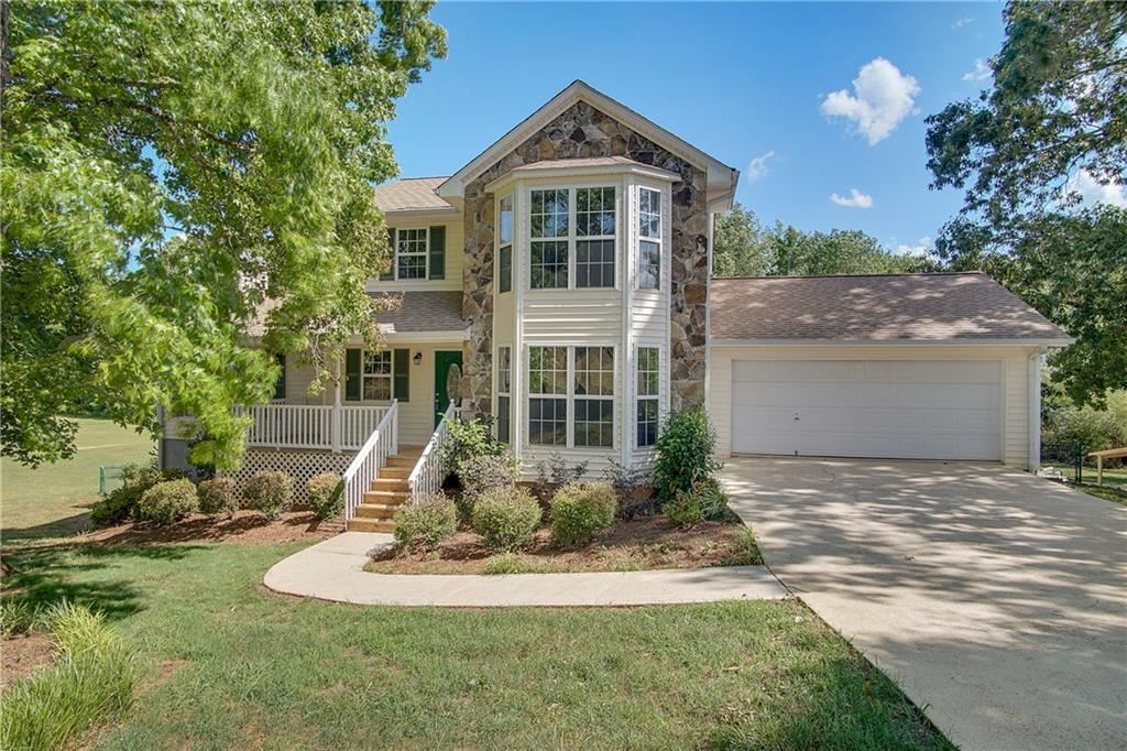 Photo for 4910 Surrey Place, Flowery Branch, GA 30542 (MLS # 6557611)